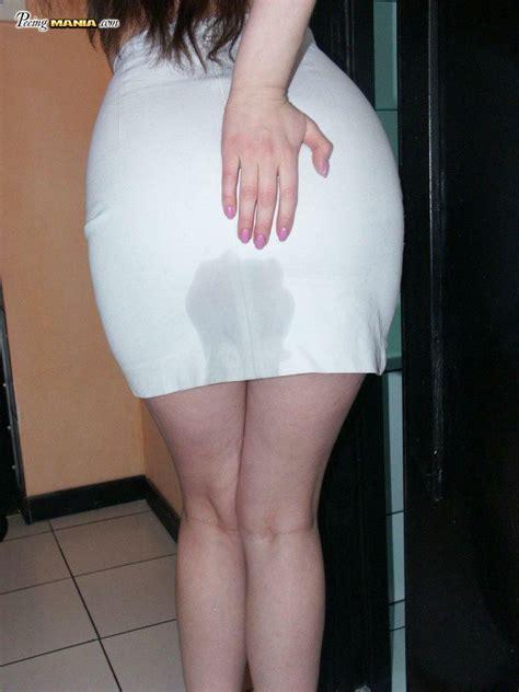 wetting pissing skirts irls jpg 768x1024
